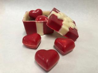 """Surprize de ciocolată, poleite cu aur sau cristale Swarovski, pentru """"sezonul inimioarelor"""""""