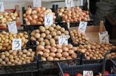 Mâncarea săracilor, tot mai scumpă. Cartofii s-au scumpit cu 37% în ultimele 6 luni!