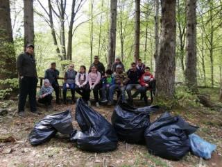 Voluntarii au igienizat Pădurea Dumbrava și câteva liziere, popasuri sau zone adiacente drumurilor din zone împădurite