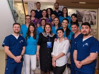 DENT ESTET Sibiu la 6 luni de activitate: medicii gestionează tot mai multe cazuri de implantologie și estetică dentară cu nivel de complexitate ridicat (P)