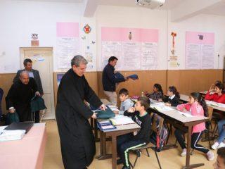 Rechizite pentru 400 de elevi din satele Văii Hârtibaciului