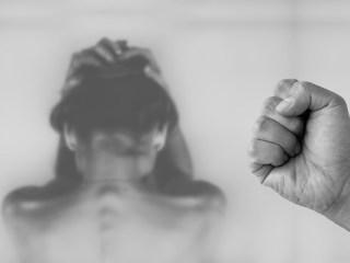 Femeie amenințată cu moartea și lovită de fostul soț. Bărbatul s-a ales cu dosar penal