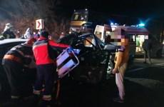 FOTO: Coliziune violentă între două autoturisme la ieșire din Șura Mare: Patru oameni răniți