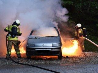 Mașină mistuită de flăcări în municipiul Sibiu
