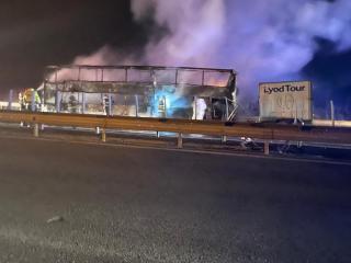 Incendiu la un autocar pe A1, cu 44 de pasageri care se întorceau din Franța- foto, video