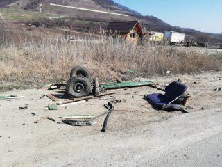 FOTO: Căruțaș spulberat de o autoutilitară la ieșirea pe un drum național