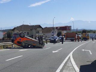FOTO, VIDEO: Zi neagră pe șosele azi. Impact devastator între două mașini, mai mulți răniți