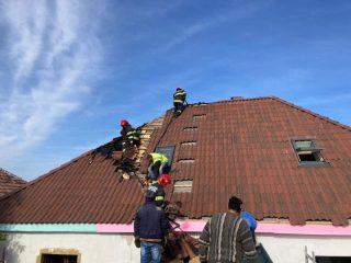 FOTO: Casă în pericol în municipiul Sibiu