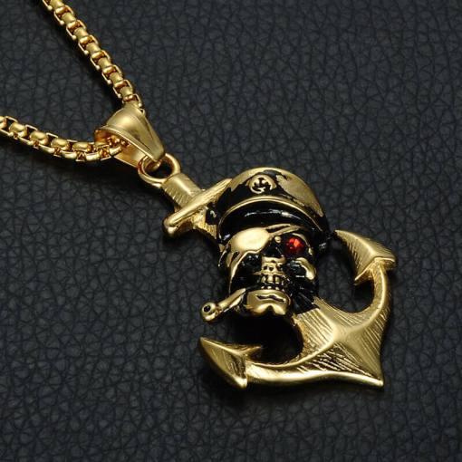 Collier avec pendentif Ancre de Pirate focus sur pirate
