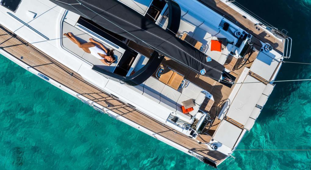 exterieur-haut-jour-oceanis-yacht-62-beneteau-mesailor