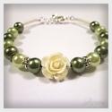 Mohazöld romantikus teklagyöngy és rózsa karkötő - Green romantic pearl and rose bracelet