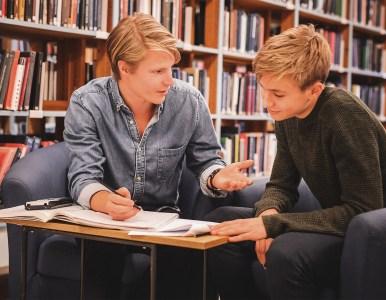 Ta chansen – bli studiecoach och hjälp yngre elever med läxhjälp