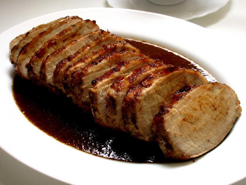 lomo de cerdo al horno en salsa de vino y ciruelas
