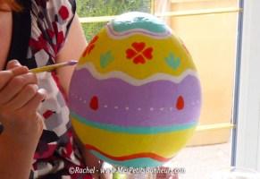 Oeuf de Pâques déco en papier mâché - Bricolage pour petits et grands