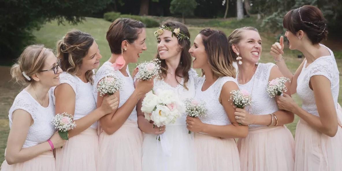 photo des demoiselles d'honneur et de la mariés rires