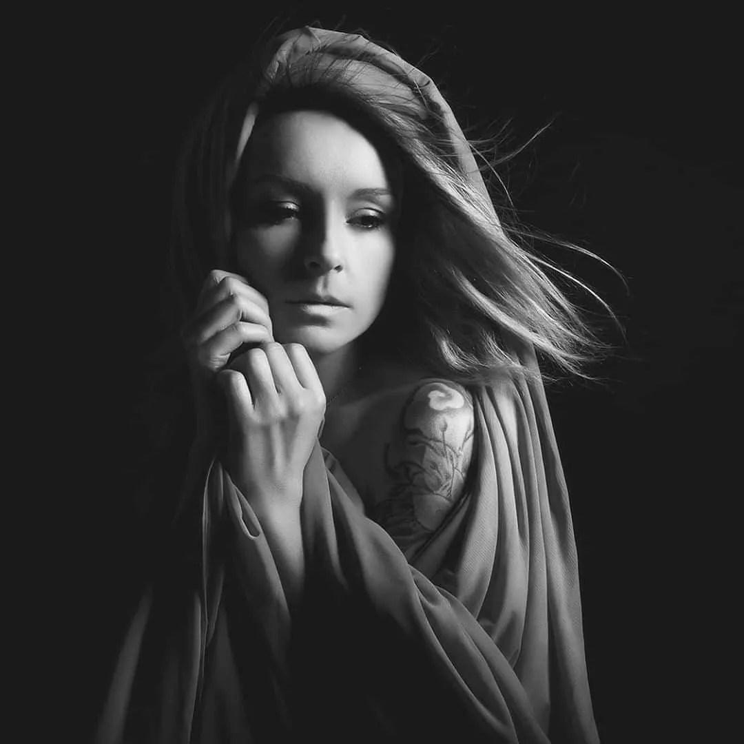 portrait femme artistique en blanc book photo photographe paris