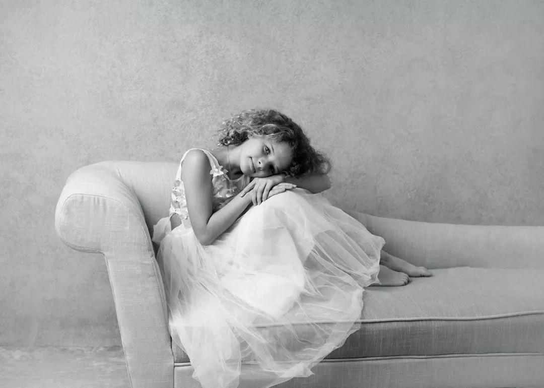 photo réalisée par la photographe emilie zangarelli avec fond photo peint aurelia cordiez backdrops