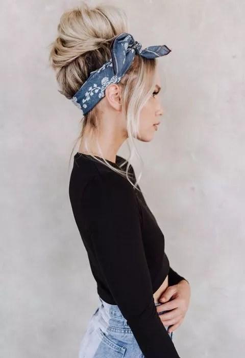 chignon bun avec bandanas cheveux long blond