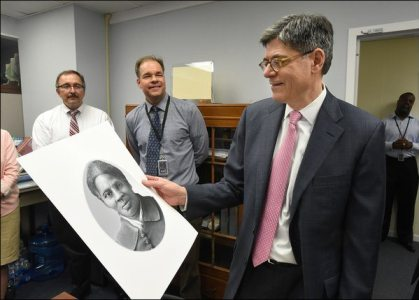 Secretary Lew looks at Tubman art