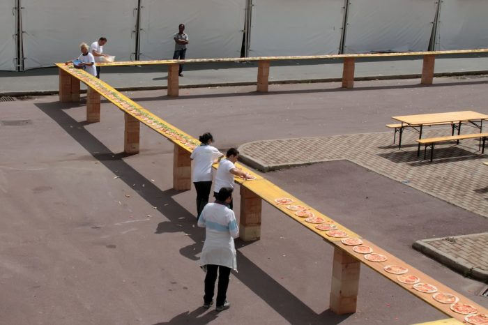 """Messina nel """"Guinness dei primati"""" per la pizza più lunga del mondo a forma di """"G"""""""