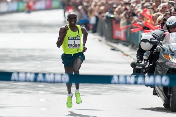 La Maratona di Londra è di Eliud Kipchoge