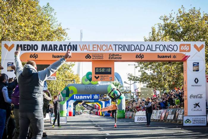 Kiptum, suo il nuovo record nella mezza maratona