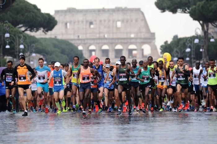 Roma corre all'alba, domenica torna la maratona