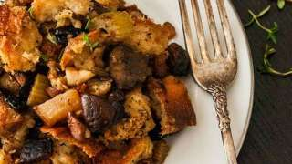 Homemade Bread Stuffing with Pear, Mushroom and Onion