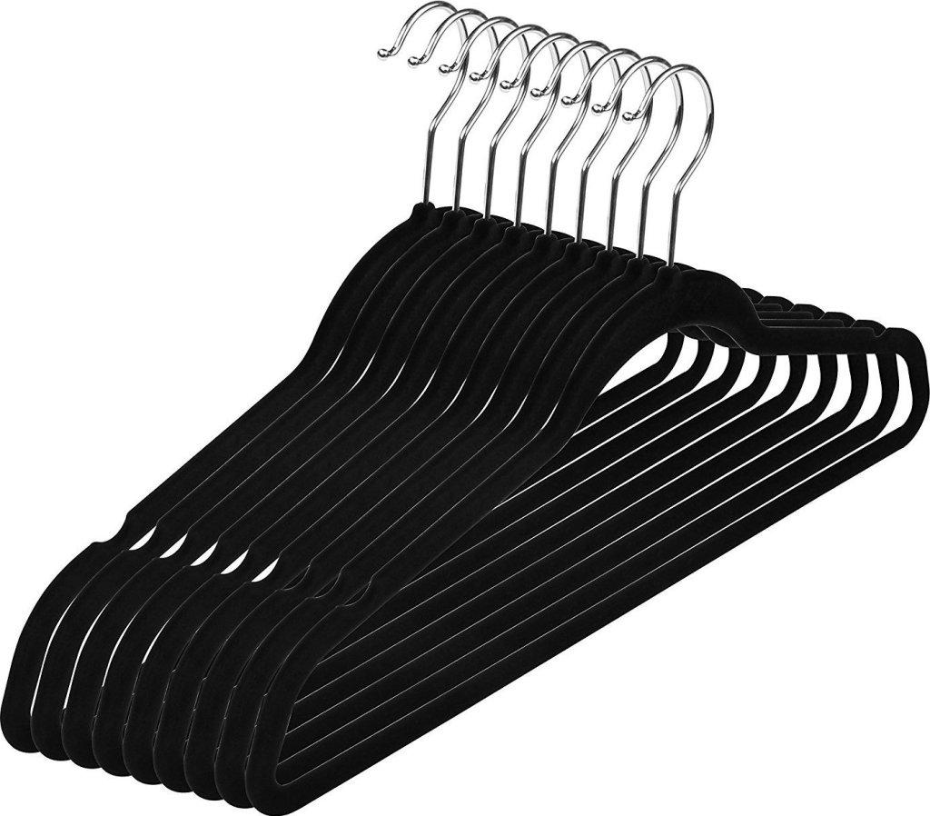 best-clothes-hangers-velvet-messy-minimalist