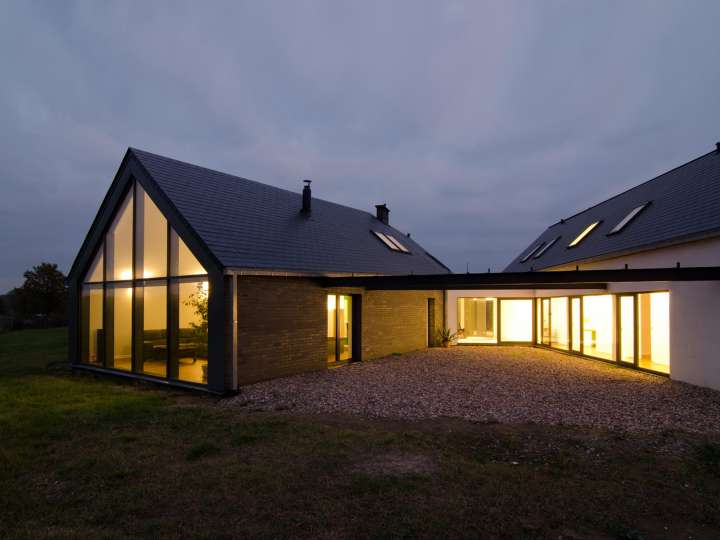 Unique Triangle Shaped Metal Home 9 Pictures Amp 2 Floor