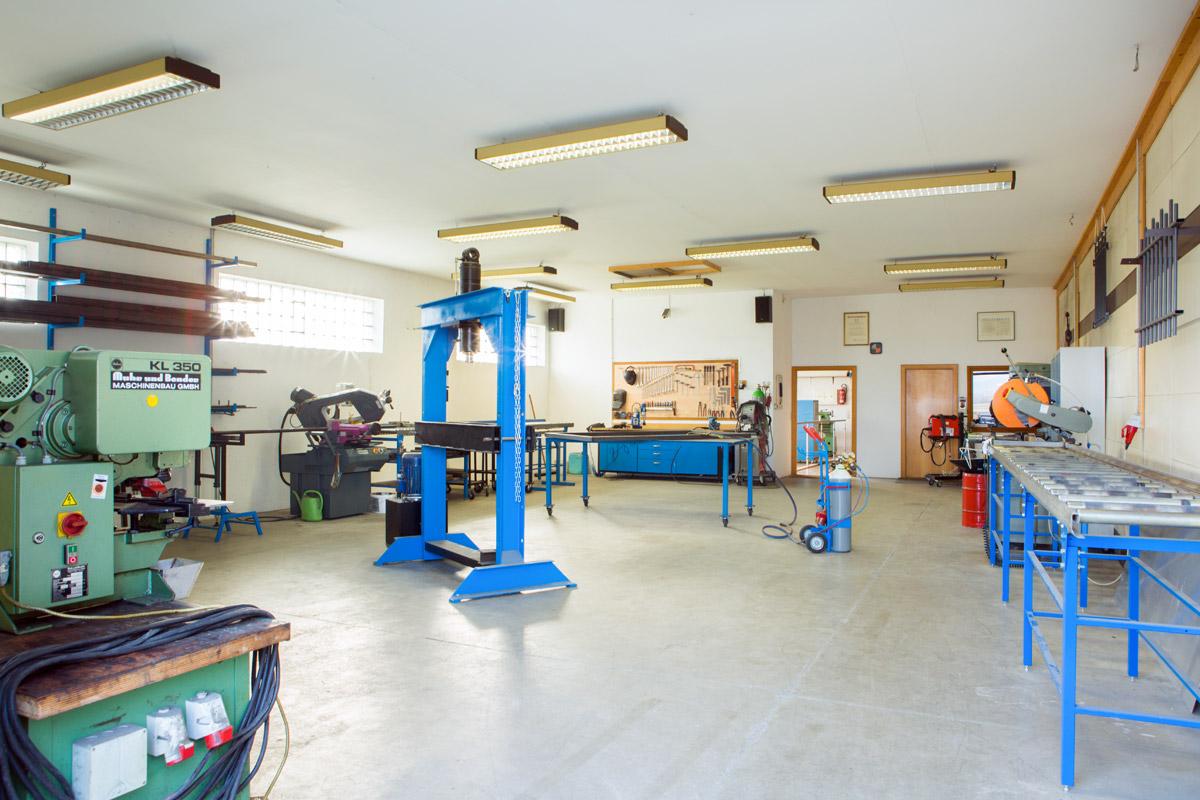 Metallbau Werkstatt Fur Stahl Und Edelstahlarbeiten In
