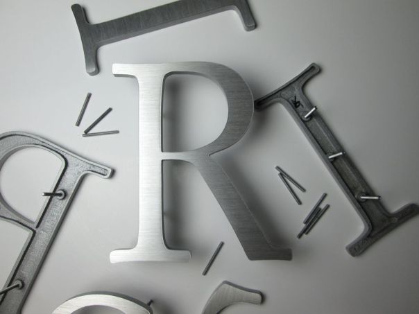aluminium-letters-brushed-garamond-cast
