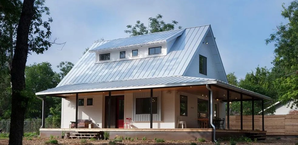 Standing seam metal roof costs benefits for homes for Homes with metal roofs photos