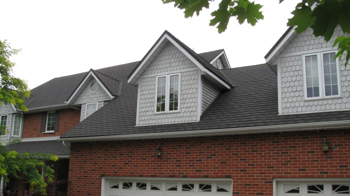 A Guelph Ontario home with Steel Granite Ridge metal shingle roofing in Onyx