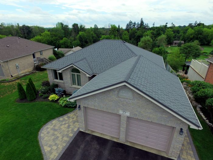 A one-story home in Paris Ontario with steel Granite Ridge Shingle installed