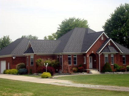 A home in Wallaceburg Ontario with steel shake roofing