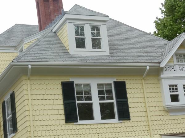 An asphalt shingle roof on a four a house