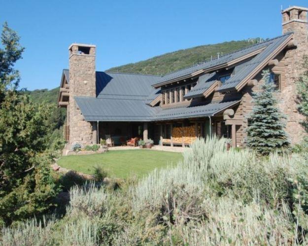 zinc-roof-on-a-log-home