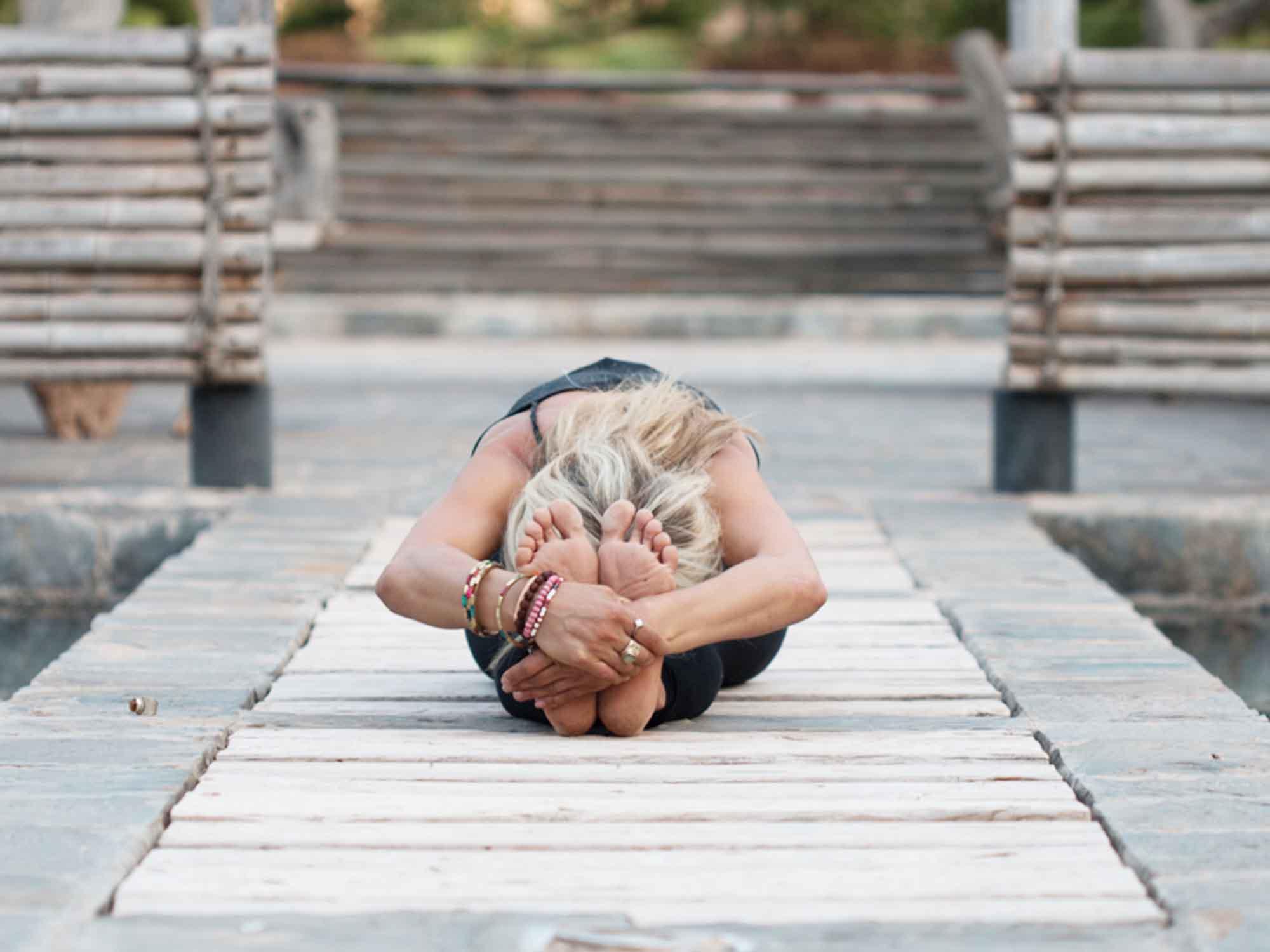 Position de yoga : améliorer la pince (Ardha-Paschimottanâsana)