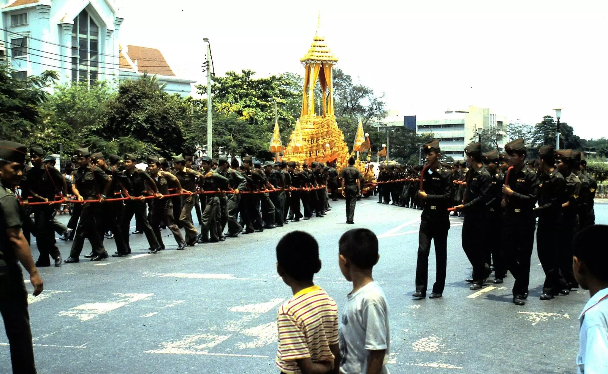 A ROYAL FUBERAL IS TAKING PKACE AT BANGKOK 1985