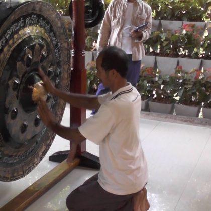 תפילת הגונג במקדש