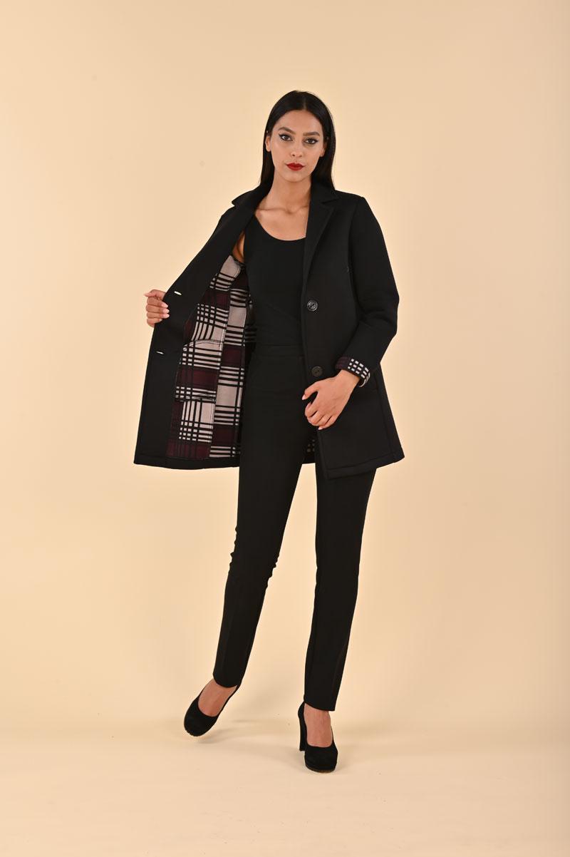 Cappotto in maglia tinta unita con interno tartan