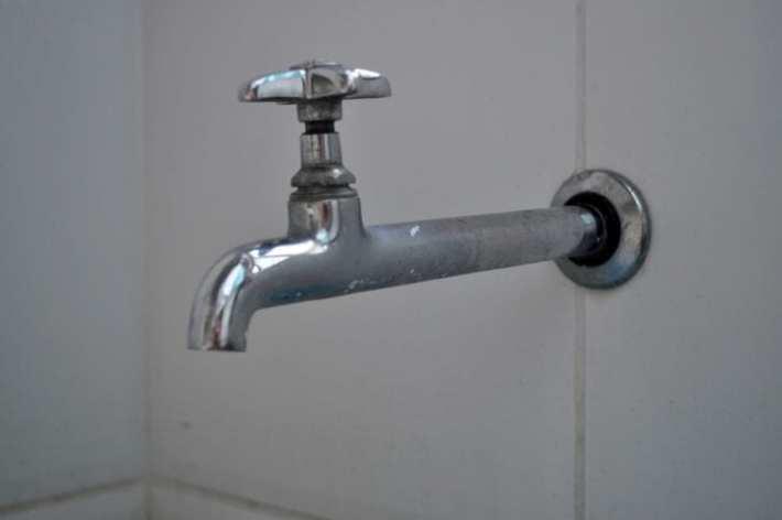 Cierra el grifo para reducir el consumo de agua