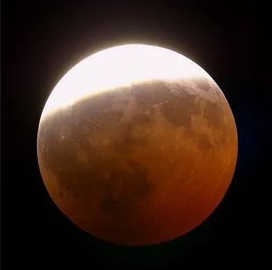 Risultati immagini per luna eclissi parziale