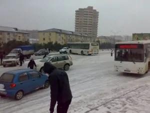 La neve per le strade di Baku, capitale dell'Azerbaijan