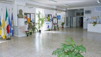 """Photo of Il Liceo """"Mazzini"""" è e resterà a Locri"""