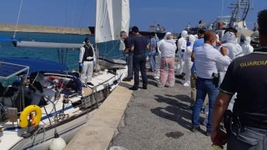 Photo of Sbarcati 73 migranti al porto di Crotone