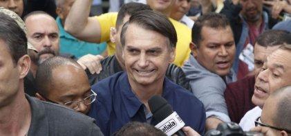 [Bolsonaro recomenda que aliados não falem com jornalistas e diz que mídia é adversária]