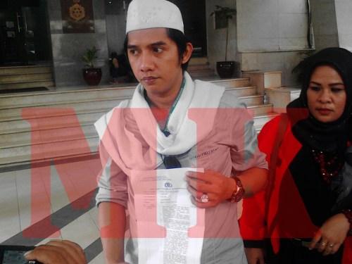 Ketua Garuda Akbar Syarif (baju putih dan kopiah putih).