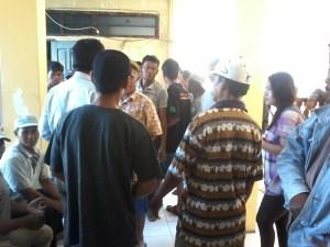 Puluhan nelayan tradisional Kota Tarakan memenuhi ruang pertemuan DPRD Kota Tarakan, Rabu (12/08).